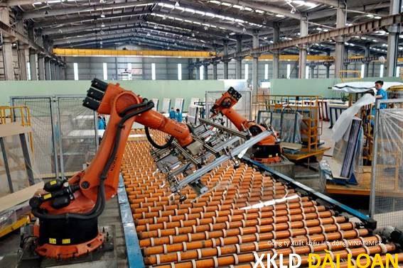 Tuyển 06 nam sản xuất kính làm Đài Bắc