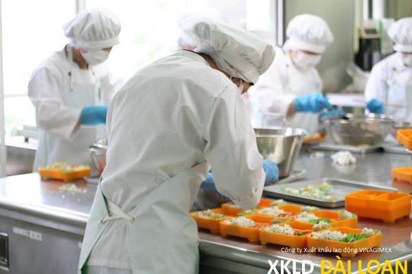 Đơn hàng làm cơm hộp Đài Trung tăng ca nhiều 10